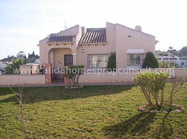 cla 1598: Resale Villa for Sale in La Zenia, Alicante