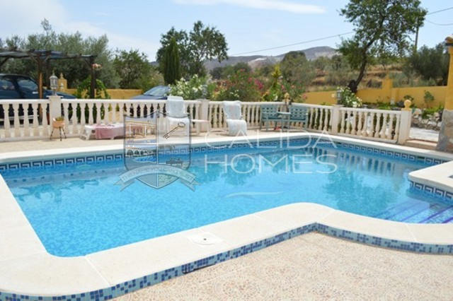 cla6602: Resale Villa for Sale in Cherrcos, Almería