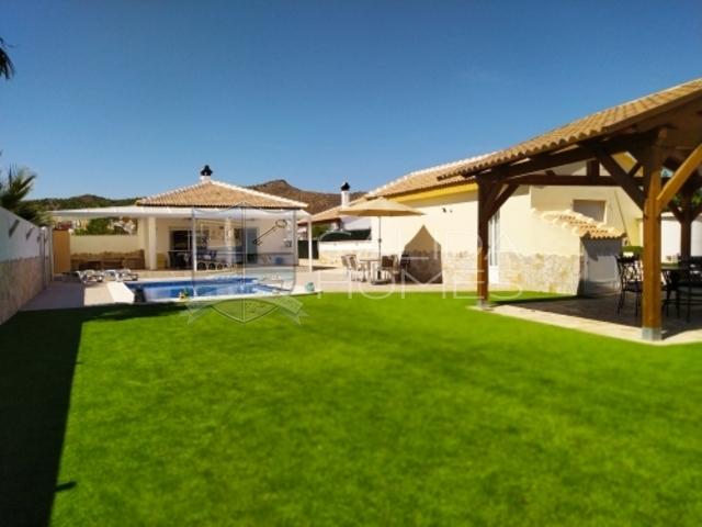 cla 7426 Villa Imy: Resale Villa for Sale in Arboleas, Almería