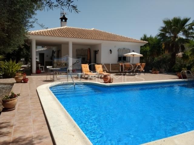 cla7240: Resale Villa for Sale in Arboleas, Almería