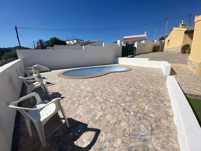 Villa Perla: Resale Villa for Sale in Arboleas, Almería