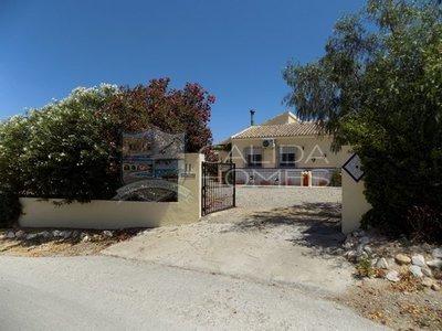 cla7334 Villa Hola : Resale Villa in Albanchez, Almería