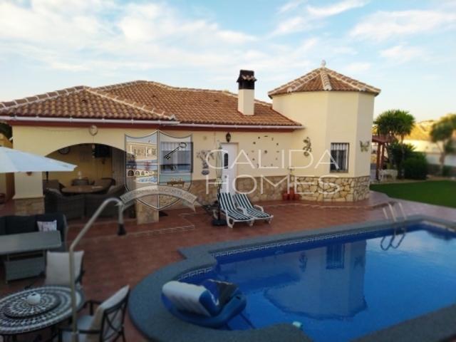 cla7341 Villa Welcome: Resale Villa for Sale in Arboleas, Almería