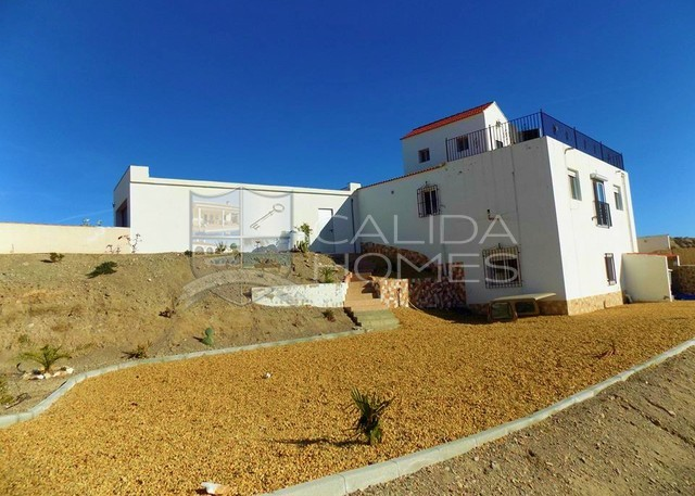 cla7342 Villa Grande: Resale Villa for Sale in Partaloa, Almería