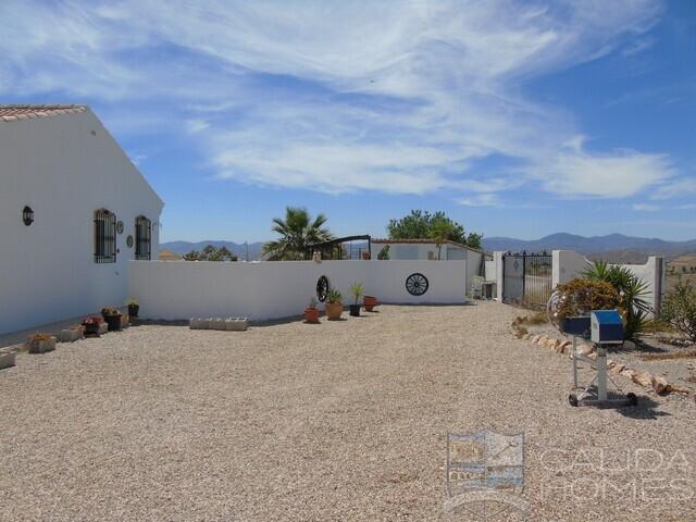 Villa Berry: Resale Villa for Sale in Albox, Almería