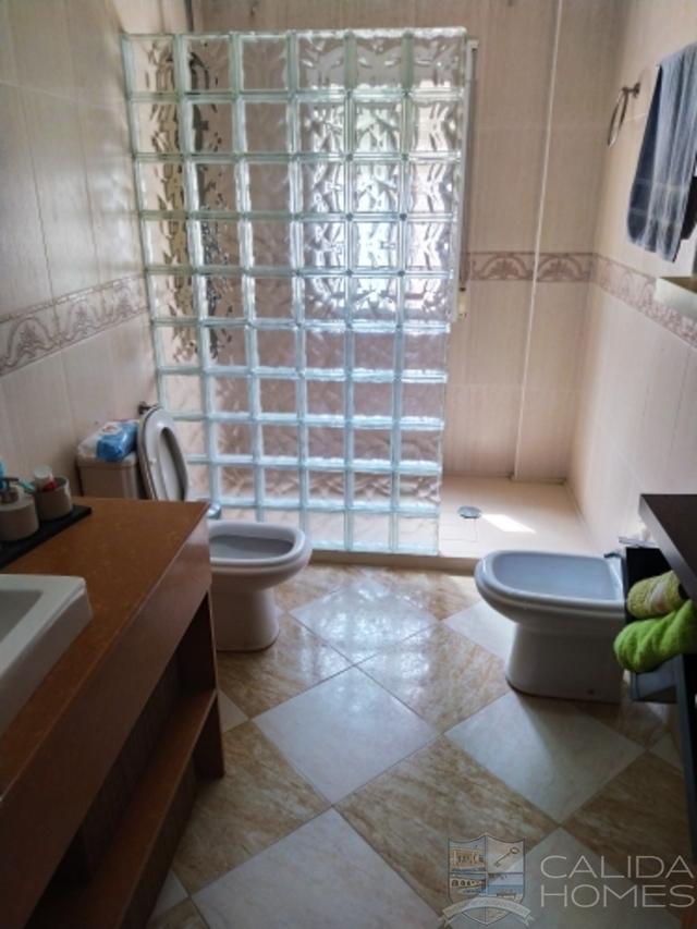 Villa Grande : Resale Villa for Sale in Arboleas, Almería