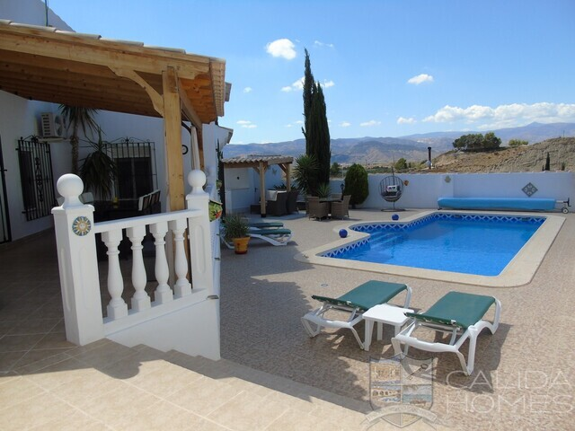 Villa Magenta: Resale Villa for Sale in Partaloa, Almería