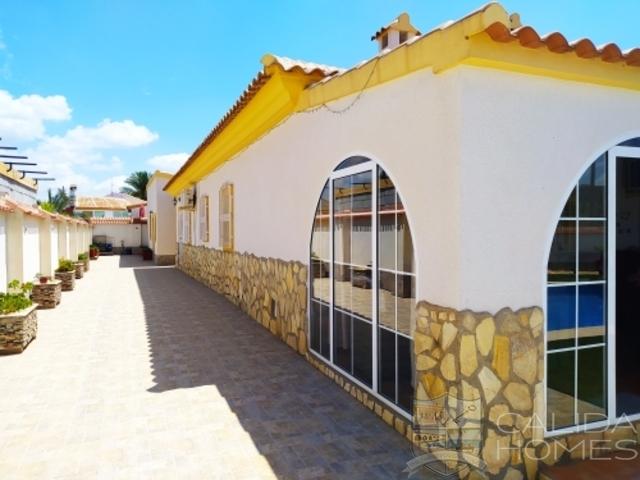 Villa Orchid: Resale Villa for Sale in Arboleas, Almería
